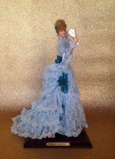 ODETTE (Siglo XIX) Marìn bambola in vinile realizzata nel 1990. Alt circa cm. 45.  2th edition (  version doll in  light blue dress)