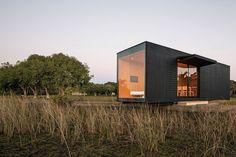 Itty bitty prefab house by minimod | Designhunter - architecture & design blog