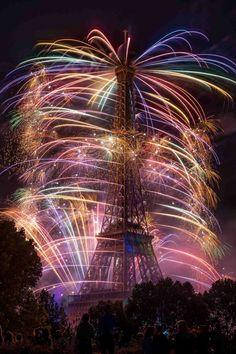 Der Eiffelturm am französischen Nationalfeiertag | Webfail - Fail Bilder und Fail Videos