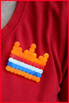 kroon van strijkkralen, leuk voor koningsdag, maar ook als telpatroon voor het 100-kleed!
