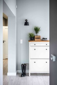 Decoration, interior design, bathroom and kitchen ideas - IKEA Hemnes shoe cabinet with wooden top - Ikea Hemnes Shoe Cabinet, Shoe Dresser, Hemnes Nightstand, Armoire Ikea, Room Interior, Interior Design, Nordic Home, Nordic Style, Homemade Home Decor