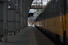 #train #railway #railwaystation #station #traffic #praha #prague #bahnhof #insta_czech #igraczech #igers #igerscz #czech_world #czechrepublic #citylife #city #mycity