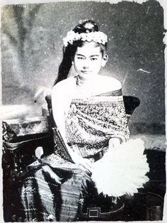 HRH the Myothit Princess Thiri Thuriya Dhamma Devi, daughter of King Mindon, half-sister of King Thibaw, wife of the Prince of Kawlin. Photograph c. 1880.