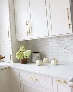 Stephanie Gamble Interiors - White Kitchen with Gold and Brass Accents - Marble Counters - gold hardware? Home Kitchens, Kitchen Remodel, Kitchen Design, White Kitchen Design, Home Decor Kitchen, Kitchen Interior, Kitchen Style, House Interior, Modern Kitchen Design