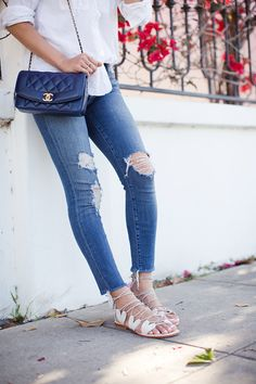 Ripped jeans / Song of style