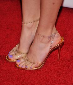 Bella Thorne Strappy Sandals - Strappy Sandals Lookbook - StyleBistro