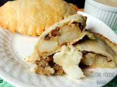 Easy Turkey Sausage Irish Pasties via thefrugalfoodiemama.com #JDCrumbles #handpies