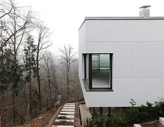 Family house cladded with concrete skin by Rieder. Concrete Cladding, Curve Building, Concrete Materials, Cladding Panels, Reinforced Concrete, Facade House, Learning Centers, Color Shades, Trees To Plant