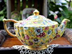Sweetheart, Sophie chintz transferware from James Sadler. A rich yellow background and a transfer pattern of blue and pink florals! It is marked Sadler England. Pot is gently loved, no chips Vintage China, Vintage Tea, Teapots And Cups, Teacups, Silver Tea Set, Coffee Set, Coffee Time, Teapots Unique, Pitch