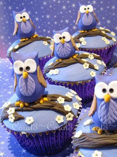 purple owl cupcakes Hoot By: White chocolate & raspberry mud cakes with white chocolate ganache & fondant. Owls are made out of fondant icing with a little gum tragacanth added. Pretty Cakes, Cute Cakes, Beautiful Cakes, Deco Cupcake, Cupcake Cookies, Cupcake Art, Cupcake Toppers, Vintage Cupcake, Rose Cupcake