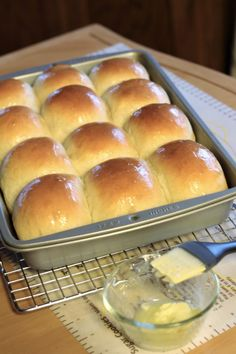 Fluffy, buttery, tender dinner rolls similar to those that are served in a very popular restaurant. These are better than Texas Roadhouse rolls. (soft foods to eat dinners) Bread Bun, Easy Bread, Yeast Rolls, Bread Rolls, Dinner Rolls Bread Machine, Bread Maker Recipes, Homemade Rolls, Rolls Recipe, Dough Recipe