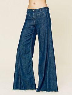 Hip Hugger Elephant Bell Bottoms - loved these ! Bell Bottom Pants, Bell Bottoms, Sweet Jeans, Flare Pants, Denim Fashion, Boho Dress, Diy Clothes, Short Skirts, Bohemian Style