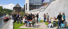 part of the Lively Cities project in Namur (Jardin de la Maison de la Culture) is providing moveable tables and chairs for all kinds of small events (bistro sets by Fermob)