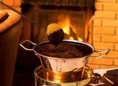 Chocolate fondue, Chalezinho #aliceincarnaval #fondue #invernoemSP #adoro