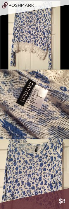 Long sleeve crop top Blue and white print long sleeve crop! Lays at the belly button. Super cute-H&M sweater. Light weight, in great condition. H&M Tops Crop Tops