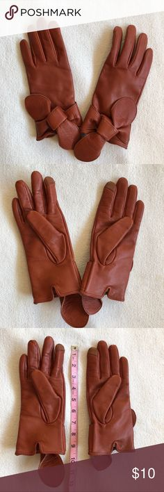 EUC BANANA REPUBLIC CHESTNUT LEATHER GLOVES 🌰🧤 EUC BANANA REPUBLIC CHESTNUT LEATHER GLOVES 🌰🧤• excellent condition • smartphone friendly • perfect to boost your fall/winter/early spring look   👉🏽Open to offers! 👉🏽👉🏽 Bundle ✌🏽 items or more get 15% off 🙌🏽 Banana Republic Other