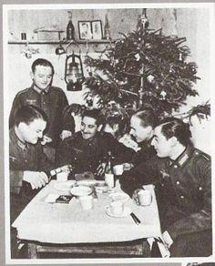 Los españoles intentaron aportar un poco de humanidad al frente ruso,el día de navidad disfrutaron de un enorme cargamento de brandy,cigarros y cigarillos que les mandaron de España.La Division Azul Española   Mundo Historia