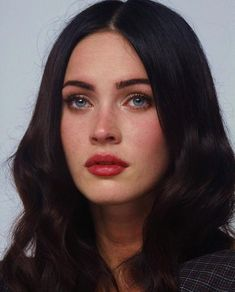 General picture of Megan Fox - Photo 13 of 611 - Care - Skin care , beauty ideas and skin care tips Pale Skin Makeup, Eye Makeup, Dark Hair Pale Skin, Hair Makeup, Pale Lips, Megan Fox Pictures, Grunge Hair, Brunette Hair, Woman Face