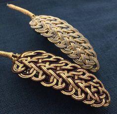 《Renewal》-mizuhiki-水引細工のフェザーリーフバレッタ|ヘアアクセサリー|咲-emi-|ハンドメイド通販・販売のCreema Jewelry Knots, Macrame Jewelry, Wire Jewelry, Jewelry Crafts, Leather Jewelry, Leather Craft, God's Eye Craft, Willow Weaving, Gold Work