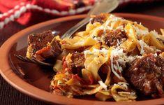 Για το Κυριακάτικο τραπέζι προτείνουμε παραδοσιακό μοσχαράκι γιουβέτσι με μετσοβίτικες χυλοπίτες.