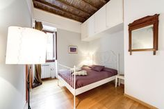 Trastevere Charming Movida Size: 120m2, accommodates up to 9. www.9flats.com/places/100467