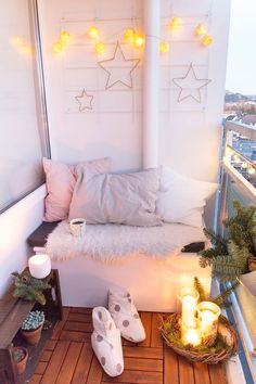 Great Idea 10 Charming Christmas Decorations for Small Apartment Balcony The balcony is one of the places in the house to find inspiration or just a casual conversation with family and friends. No matter how big the size of. Apartment Balcony Decorating, Apartment Balconies, Apartment Ideas, Christmas Room, Rustic Christmas, Christmas Lights, Decoration Table, Small Apartments, Beautiful Christmas