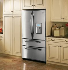 A really big fridge! Why don't Smegg make a pink fridge like this? Kitchenaid Refrigerator, Top Freezer Refrigerator, French Door Refrigerator, Counter Depth Refrigerator Dimensions, Best Counter Depth Refrigerator, Sims 4, Big Fridge, Refrigerators, Kitchen