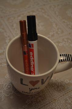 Leuke kado tip met de feestdagen! Pimp je eigen beker voor een origineel kado! #Petite-amie #DIY #bekers #pimpen #versieren