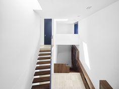 AFGH . House Saxer  #interiores #unifamiliar #hall #madera #puertas #lucernario