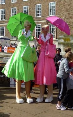 http://www.balloon-modellers.co.uk/Images/Shopafrolics-Stilt-Walking-Ladies3.jpg
