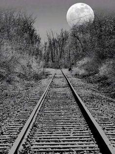Model Railroading - The Mistakes You Need To Avoid - Model Train Buzz Beautiful Moon, Beautiful Places, Beautiful Pictures, Beautiful Scenery, By Train, Train Tracks, Old Trains, Vintage Trains, Moon Pictures