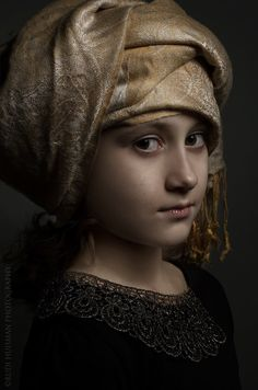 Golden age portrait. Print for sale. Sandvoort Gallery. Photographer Rudi Huisman is creating portraits inspired and based on the golden age master painters. Printed on Innova IFA 14 315gr. paper, print format 30x45cm, 50x75cm