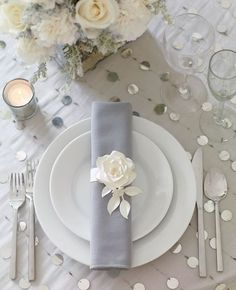 Silver Wedding Decor Ideas ★ silver wedding decor ideas place setting with white rose philip ficks All brides likes a little bit of sparkle! Look through our gallery below to see silver wedding decor ideas from real weddings. Wedding Places, Wedding Menu, Elegant Wedding, Wedding Reception, Wedding Ideas, Table Wedding, Wedding Inspiration, Wedding Blog, Wedding Rings