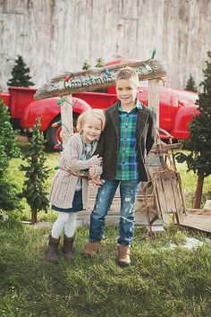 Christmas mini- super cute for all my photographer friends.sled, charlie brown tree