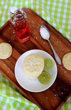Wicked sweet kitchen: Sitkeät kookos-lime keksit