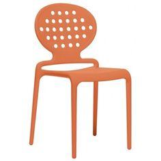 Stoel Colette, stoel van de maand februari 2015. Stoel is van het merk Scab en vervaardigd van recyclebaar polypropyleen versterkt met glasvezel. De stoel is stapelbaar tot 4 stuks en voor binnen en buiten gebruik geschikt. Oranje, een van de 6 verschillende kleuren!