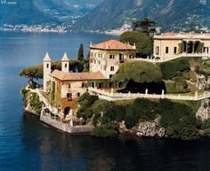 Villa del Balbianello, on Lake Como, Lombardy North Italy Lac Como, The Places Youll Go, Places To Visit, Comer See, Lake Como Italy, Italian Lakes, Reisen In Europa, Northern Italy, George Clooney