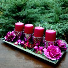 Adventní+svícen+fuchsiový+na+dřevěném+tácu+Vánoční+svícens+fuchsiovými+svícemi+vloženými+ve+skleněnýchkalíšcích+se+stříbrným+dekorem,+s+fuchsiovýmirůžemi+a+kvítky+ranunculuavánočními+kouličkami+ve+stejném+odstínu+nadřevěném+tácuna+slavnostní+stůl.+Rozzáří+každý+interiér.+Celkové+rozměry+svícnu:+cca+d.40+x+š.20+x+v.14+cm... Tea Lights, Candles, Xmas, Timber Wood, Tea Light Candles, Candy, Candle Sticks, Candle