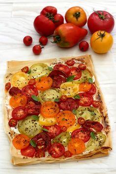 tarte à la tomate Veggie Recipes, Vegetarian Recipes, Chicken Recipes, Healthy Recipes, Quiches, Kitchen Recipes, Cooking Recipes, Tomato Dishes, Food Therapy