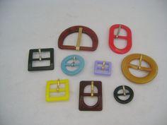 Fibbie in plastica di nostra produzione, di varie forme e misure per calzature uomo/donna.