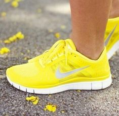 brand new 84447 c9d81  RunningShoes Chaussures Volley, Chaussures Femmes, Bottes, Talons,  Accessoires Jaunes, Nike