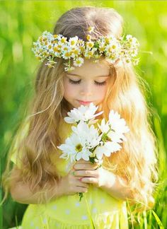 Beautiful little girl holding a bouquet of white flowers and wearing a daisy flower crown. Cute blond little girl in Spring. Flower Girls, Flower Girl Dresses, Girls With Flowers, White Flowers, Little Girl Photos, Girl Pictures, Little Girl Photography, Photography Flowers, Cute Children Photography