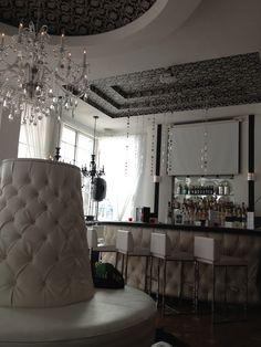 Whitelaw Hotel lobby and bar