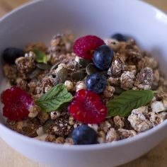 Recipe of the week: Joe's Homemade Granola  DOUBLE TAP  if you love a bowl of granola -----  For the full recipe check out my blog at www.thebodycoach.co.uk (Link in bio) #Leanin15 #breakfast #granola #food #foodie #foodporn #fitness #health #fitspo #fitfam #leanin15 #recipeoftheday