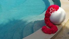 Dettagli di colore a bordo piscina. Eleganza ed esclusività