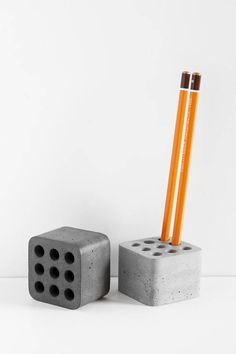 Organizer of concrete for storage of pencils and pens on your desk. Hand-made on the real concrete higher strength. Each piece is polished, whereby a very smooth and pleasant to the touch. This should be a great addition to your workplace in the office or at home. Each organizer has nine