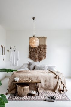 14 Fabulous Rustic Chic Bedroom Design and Decor Ideas to Make Your Space Special - The Trending House Home Bedroom, Bedroom Wall, Bedroom Decor, Bedrooms, Wabi Sabi, Home Decor Quotes, Minimalist Room, Scandinavian Bedroom, Estilo Boho