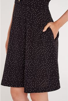 The feminine-shaped tea dress is a timeless classic, and the Louche take on it - the Cathleen tea dress - is back in many designs for spring/summer and as beautiful as ever. The Cathleen Spot Print Tea Dress is a vintage-inspired dress in black with small white spot print, evocative of 1950s garden party fashion. A self-tie ribbon waist means you can enhance your curves as much or as little as you like, while the free-flowing skirt works harmoniously, moving with you and ensuring maximu...