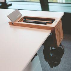 The slot in this desk organiser can also be used as a business card holder ♥️ 📸 via Wooden Desk Organizer, Desk Organizer Set, Desk Storage, Home Office Setup, Home Office Design, Library Design, Design Desk, Furniture Design, Handmade Home