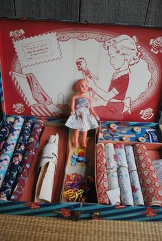 This is the most charming toy sewing kit EVER . Made by the De Luxe Game Corp in the 1940s, the kit has everything a budding fashion designer.........